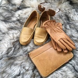 Born Driving tan leather shoes. Size 8/